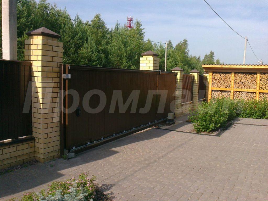 Сдвижные ворота из сэндвич панелей Doorhan с электроприводом