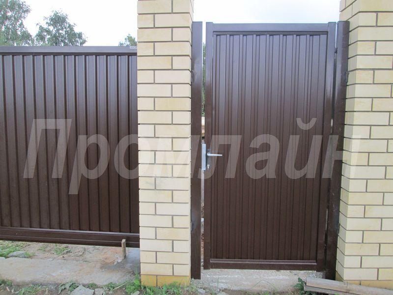 Сдвижные ворота и калитка из профнастила