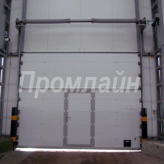 Промышленные секционные подъемные ворота Doorhan с калиткой
