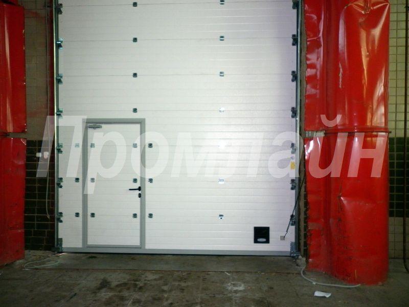 Автоматические подъемные ворота Doorhan с калиткой