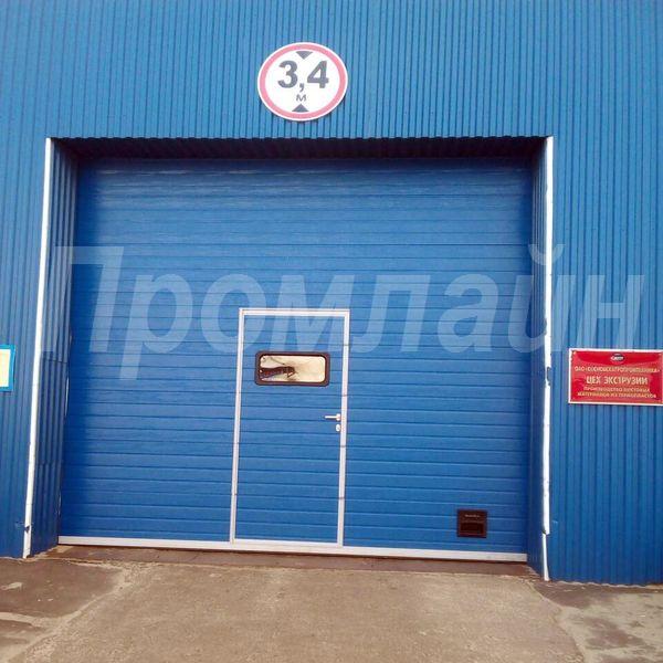 Промышленные подъемные ворота doorhan с калиткой в Нижнем Новгороде