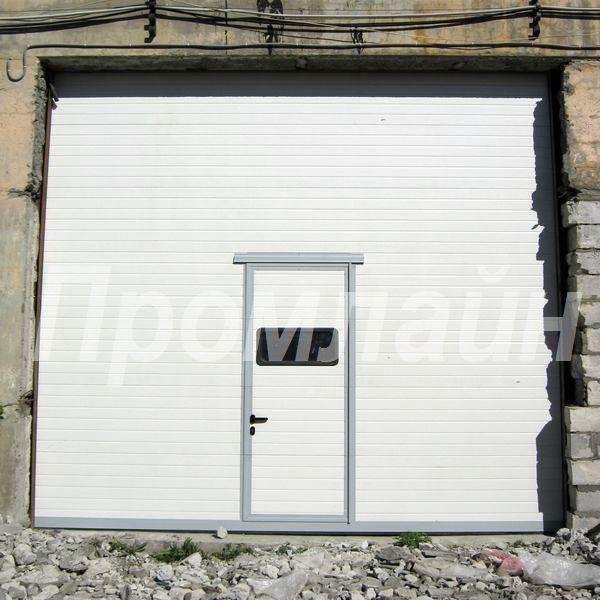 Секционные подъемные ворота Doorhan с калиткой