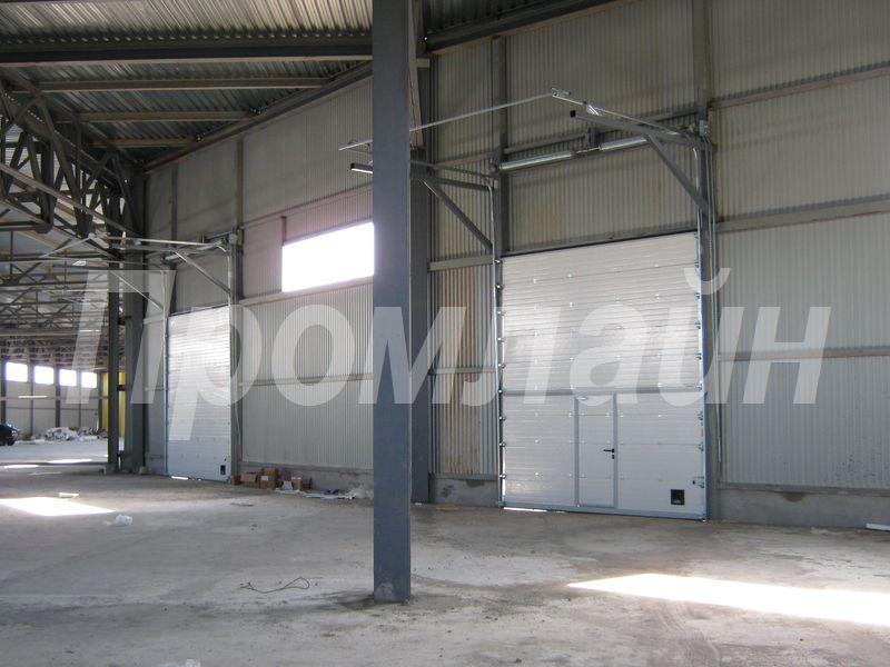 Промышленные секционные подъемные ворота Doorhan с калиткой высокий подъем