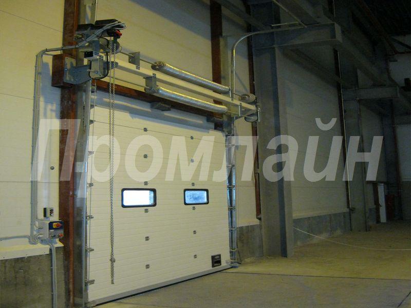 Промышленные секционные подъемные ворота Doorhan с ручным приводом