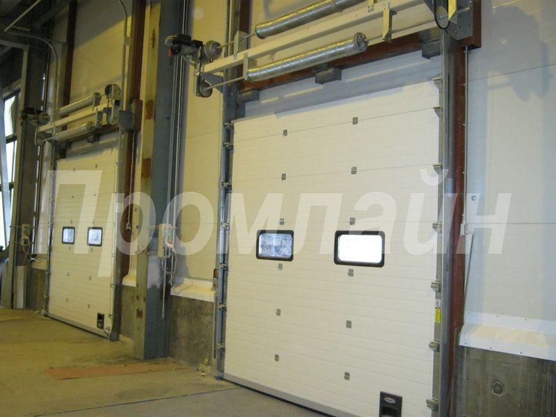 Промышленные секционные подъемные ворота Doorhan