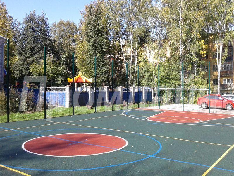 Ограждение баскетбольной площадки сварными панелями Grand Line